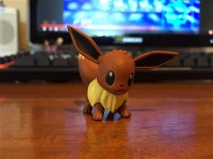 toys_r_us_eevee_figure_may_13_2017_event