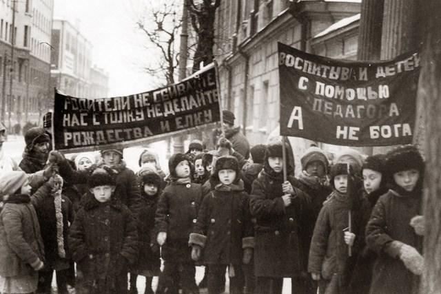 Антирелигиозная детская демонстрацуия в 1929 году