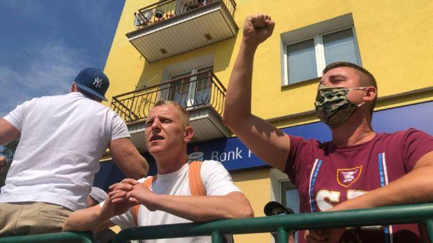 متظاهرون مناهضون للمثلية-BBC