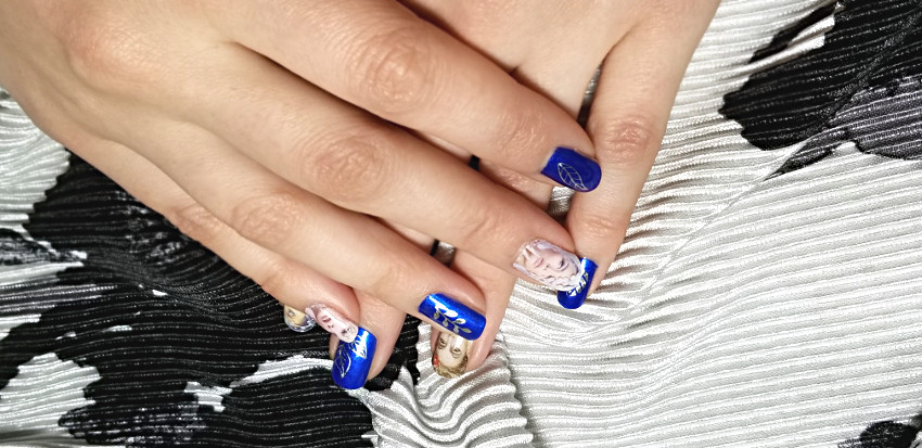 electric winter electric blue nails with silver leaves. Black Bedroom Furniture Sets. Home Design Ideas