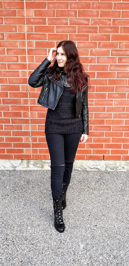 Monochrome Black: Faux Fur Collar Sweater, Ripped Jeans ...