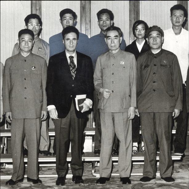 El periodista Julio Scherer García después de entrevistar a Mao en Pekín.