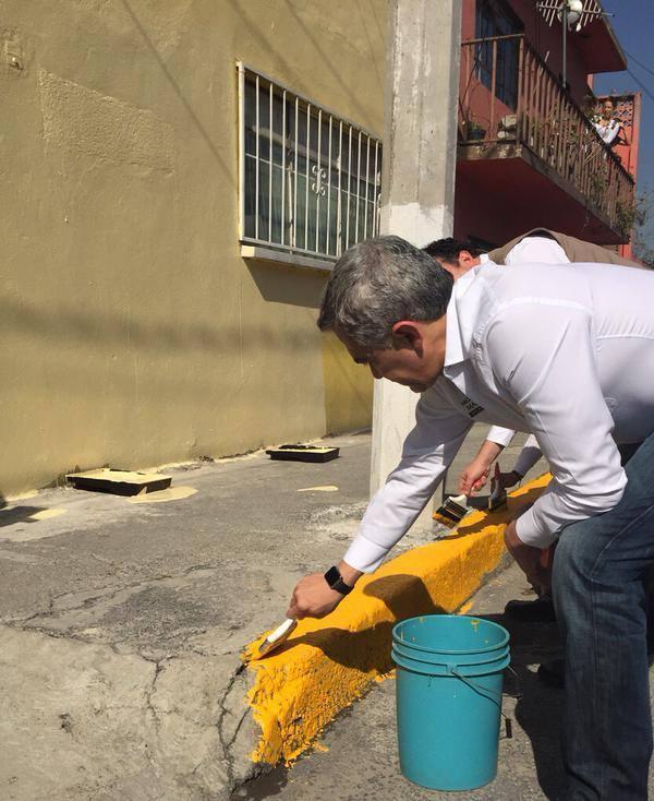 Miguel Ángel Mancera pintando. Foto: Facebook