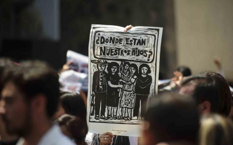 Manifestación por Ayotzinapa en Guadalajara. Foto: Jorge Alberto Mendoza/UdeG