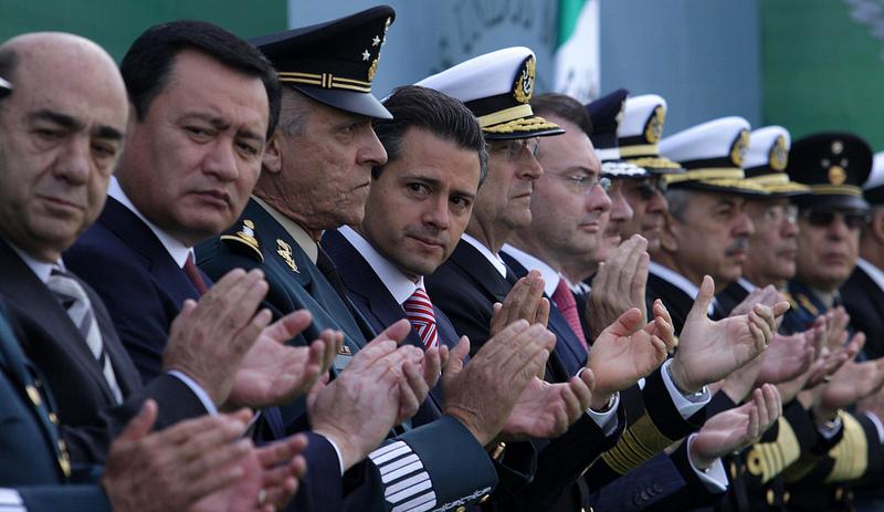 Peña Nieto con su gabinete y mandos militares.