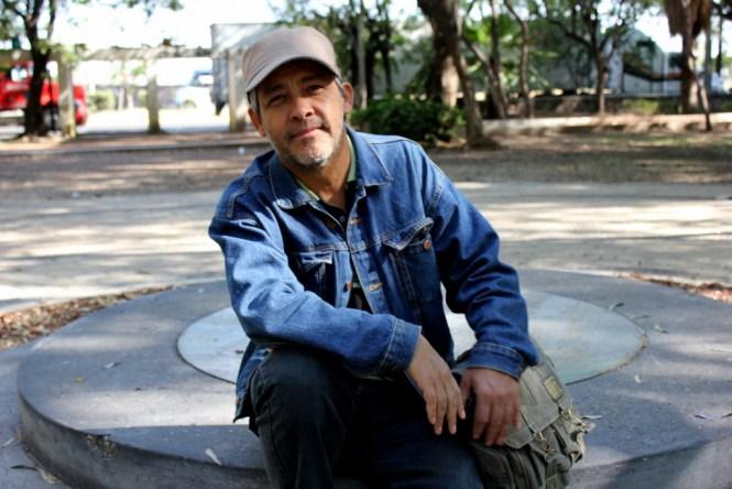 El escultor Alfredo López Casanova, días antes del colocamiento de su obra en el Parque González Gallo. Foto: César Octavio Huerta