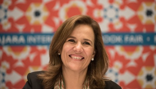 Frívola, superflua y evasiva; Margarita Zavala se publicitó en la FIL