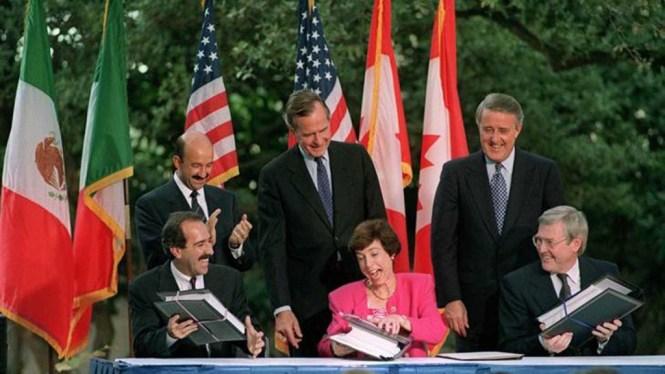 Carlos Salinas de Gortari en la firma del TLC. Foto: Especial