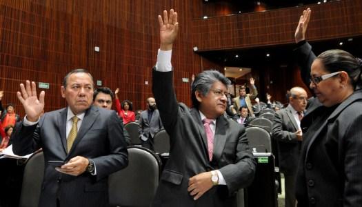 Diputados del PRI, PAN y PRD se quedan con bono navideño; Morena lo rechaza