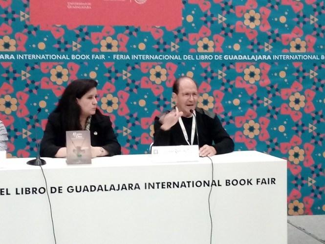 El padre Alejandro Solalinde durante su presentación en la FIL. Foto: Arturo Suarez/Twitter