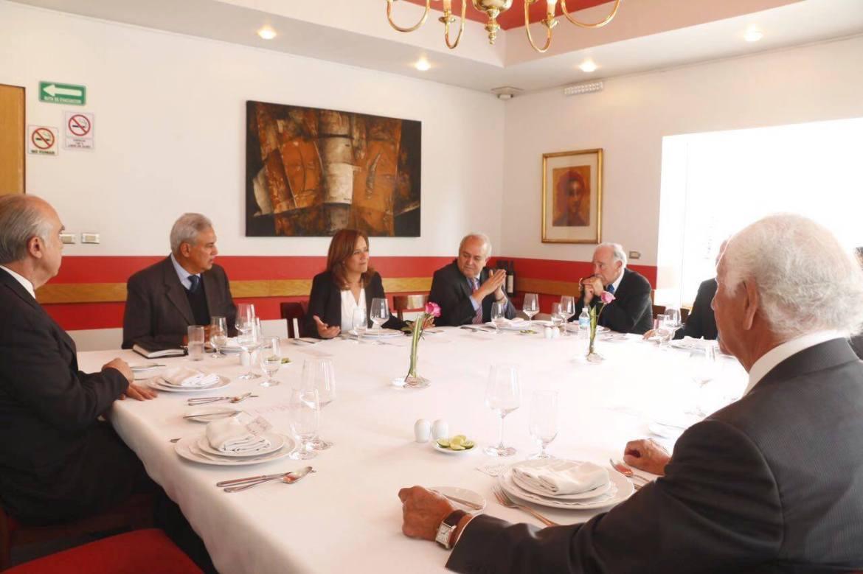 Margarita Zavala, la esposa de Felipe Calderón, en reunión con ex gobernadores panistas. Foto: Especial