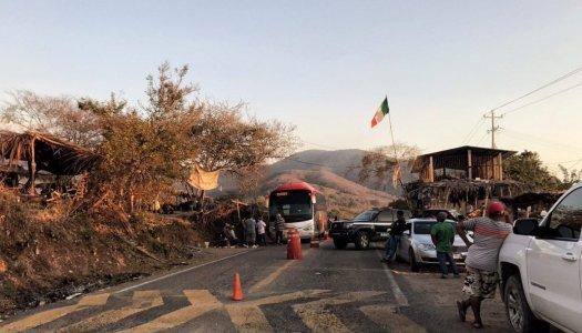 Marinos levantan a 5 policías comunitarios de Ostula