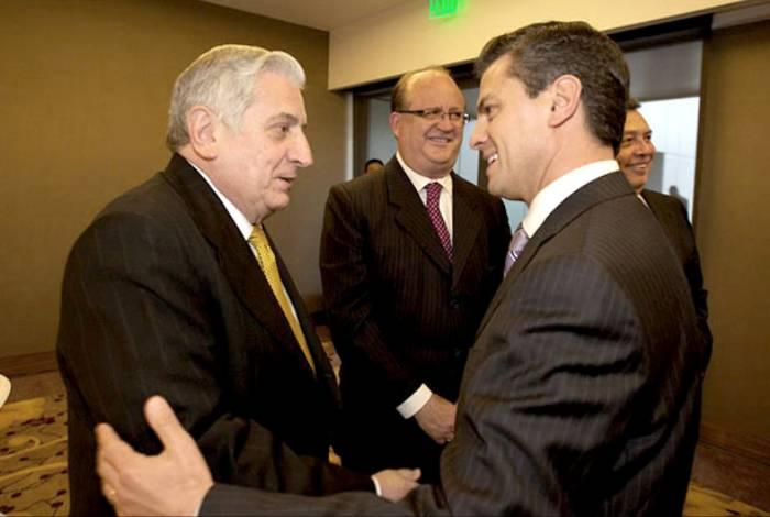 El gobernador de Tabasco, Arturo Nuñez, con Enrique Peña Nieto. Foto: Especial