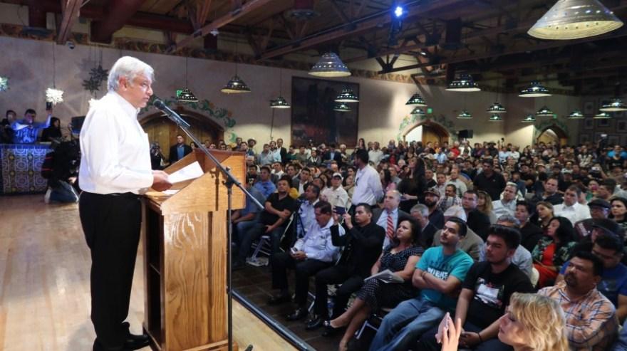 Andrés Manuel López Obrador durante un mitin en Phoenix, Arizona. Foto: Especial