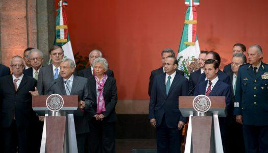 En su cara, AMLO le dice a EPN que cancelará la Reforma Educativa