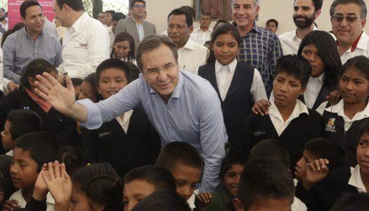 Sindicatos no se quedarán con las plazas de los maestros, aclara Moctezuma