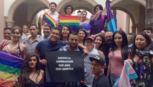 """Aprueban matrimonio igualitario en SLP; """"ganó el amor"""", celebra El Mijis"""