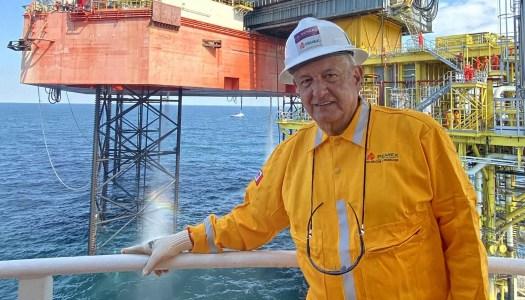 PEMEX compra con AMLO siete nuevas plataformas petroleras