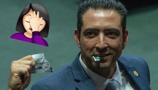Diputados del PAN rompen cachitos del avión presidencial ¡con los dientes!