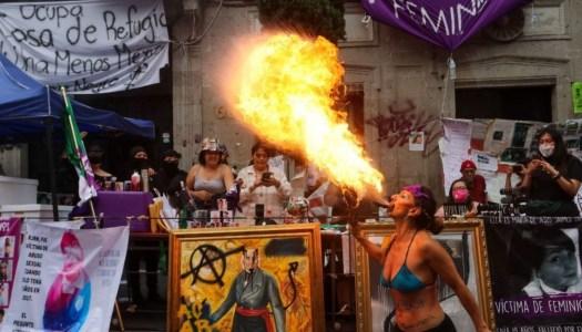 Las feministas y su ineficaz protesta violenta