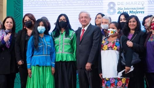 Conservadores del PRIAN se disfrazan de feministas: AMLO