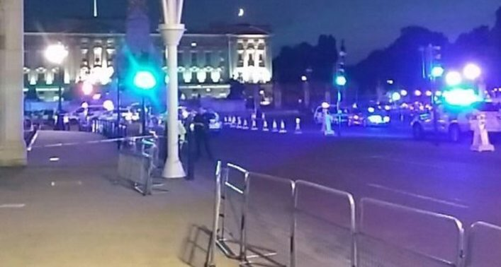 Buckingham Palace Car deliberately drove at police van then attacked three officers with sword 3