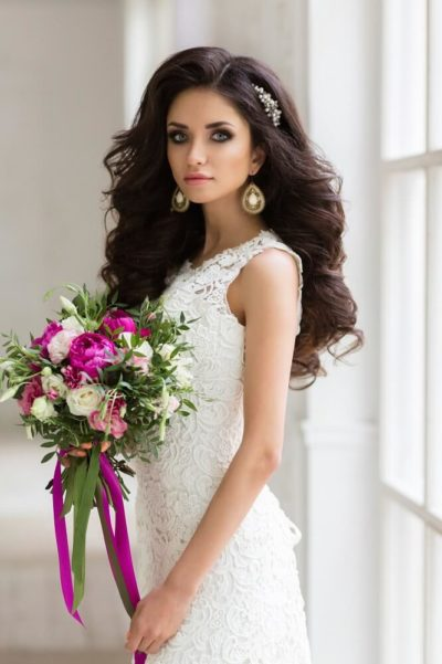 Образ невесты для свадьбы в цвете фуксия