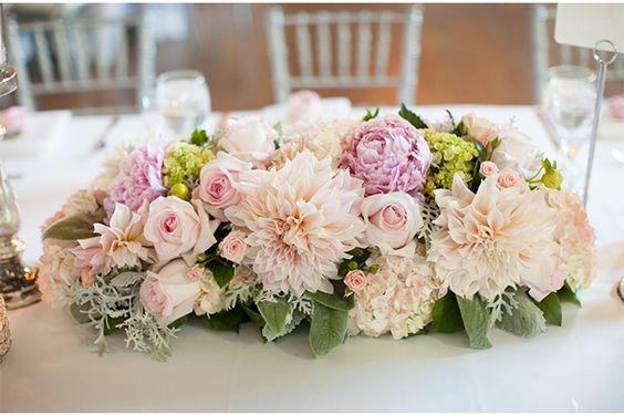 Цветы для украшения зала на свадьбу в белом цвете