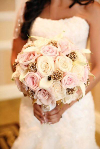 Букет невесты для свадьбы в золотом цвете
