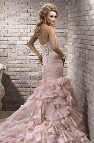 платье бежевое с валанами