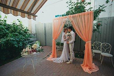 Арка из ткани на свадьбу Долгопрудный в персиковом цвете