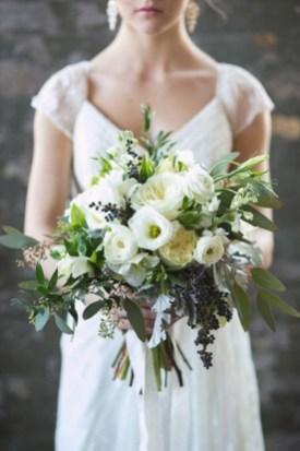 Букет невесты белый с зеленью