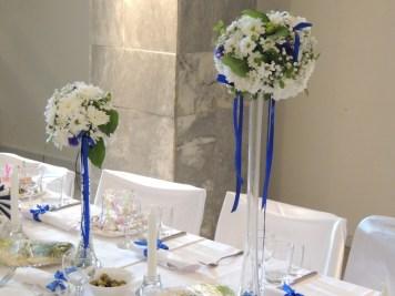 оформление цветочной стойки для синей свадьбы