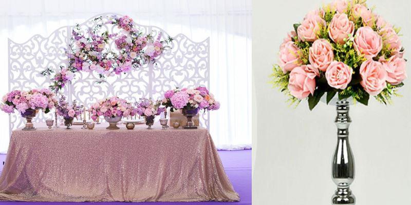свадебный зал украшен декоративными цветами