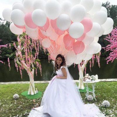 Фотозона из шаров бело-розовая