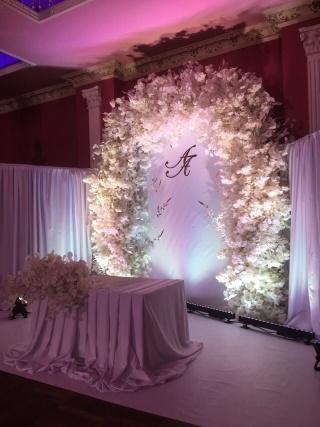 Арка на свадьбу из японской вишни