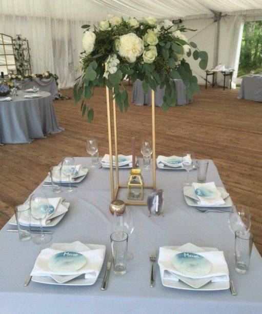 Стойка геометрия золотая на свадьбу