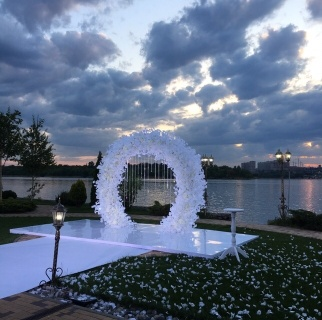 Арка белая свадебная