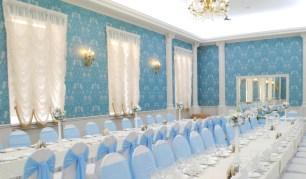 Свадебные стулья в голубом цвете