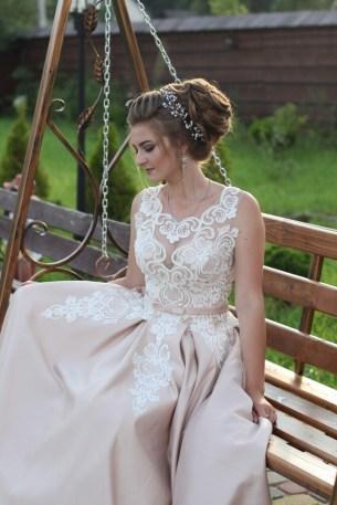 Прическа на свадьбу с диадемой