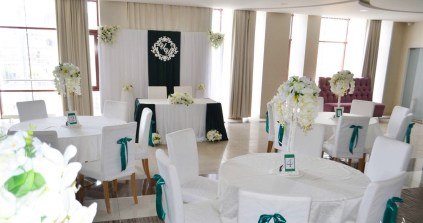 Оформление свадебного зала в зеленом