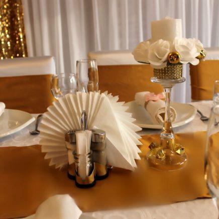 Оформление стола на свадьбу подсвечниками