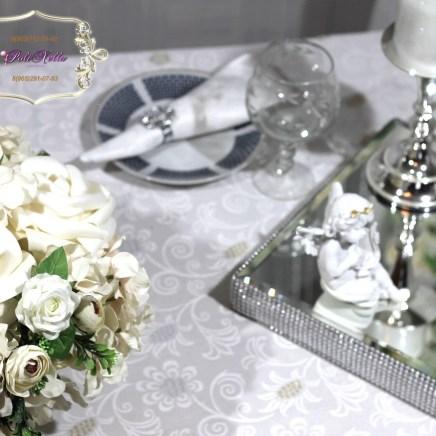 Композиции из цветов на свадьбу в белом