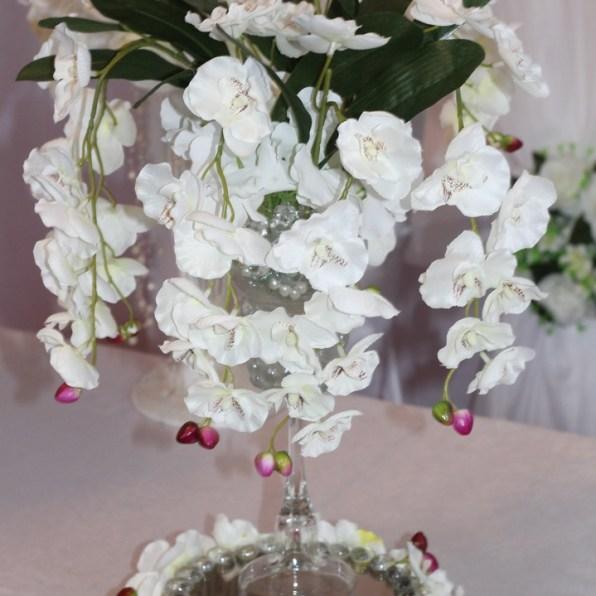 крашение гостевых столов в белом цвете