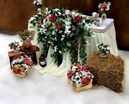 Оформление сеном свадебного стола