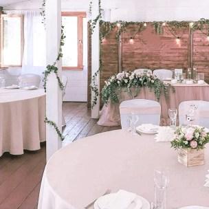 Деревянная ширма на свадьбу с ретро лампами