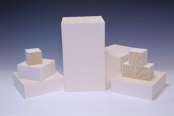Niestandardowe ceramiczne podłoże o strukturze plastra ...