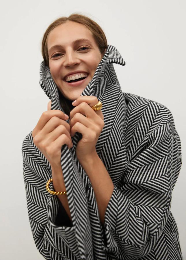 black and white zigzag pattern coat Mango