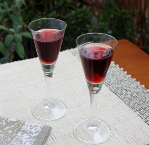 cherry liqueur, Wisniak, wiesniak, fresh cherries