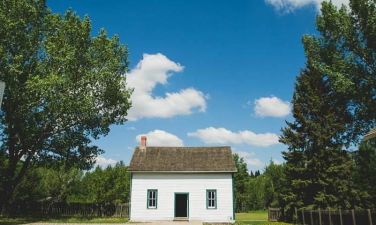 Inexpensive home like Thomas Kinkade